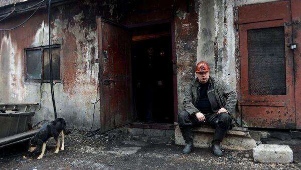 Шахтер в Донбассе. Архивное фото