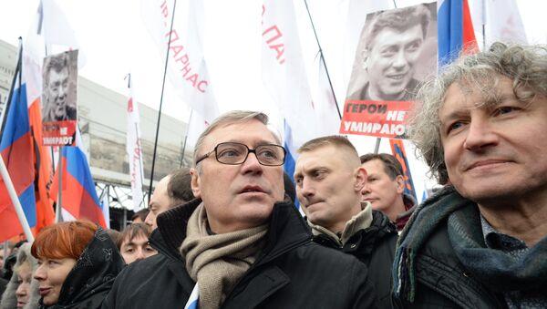 Сопредседатель партии РПР-ПАРНАС Михаил Касьянов принимает участие в траурном марше в Москве в память о политике Борисе Немцове