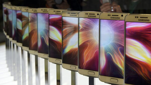 Смартфон Galaxy S6 на презентации Samsung в Барселоне