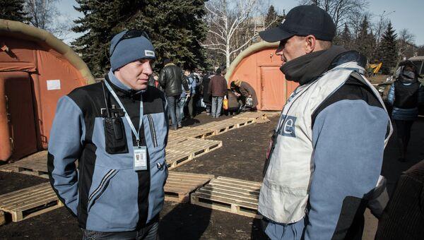Наблюдатели ОБСЕ в центре Дебальцево. Архивное фото