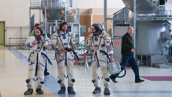 Астронавт НАСА Скот Келли и космонавты Роскосмоса Геннадий Падалка и Михаил Корниенко. Архивное фото