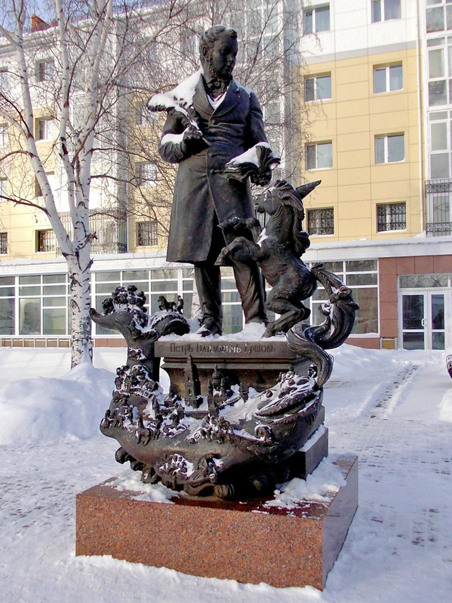 Памятник П. П. Ершову в Тобольске - РИА Новости, 1920, 08.08.2021