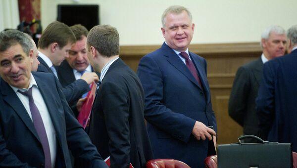 Сергей Капков (в центре) перед заседание Правительства Москвы. Архивное фото