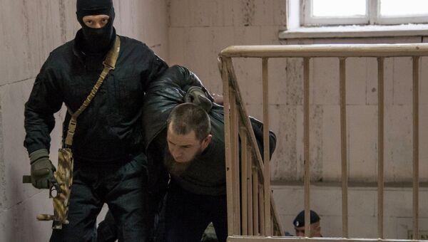 Один из подозреваемых в убийстве политика Бориса Немцова в Басманном суде города Москвы. Архивное фото