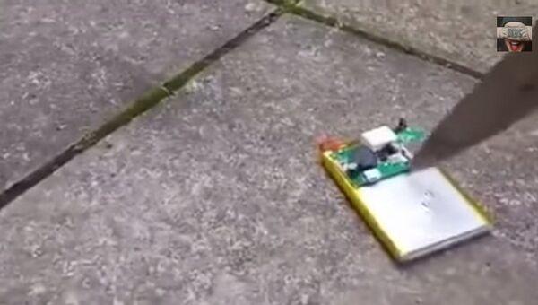 Что будет, если проткнуть аккумулятор от мобильного телефона?