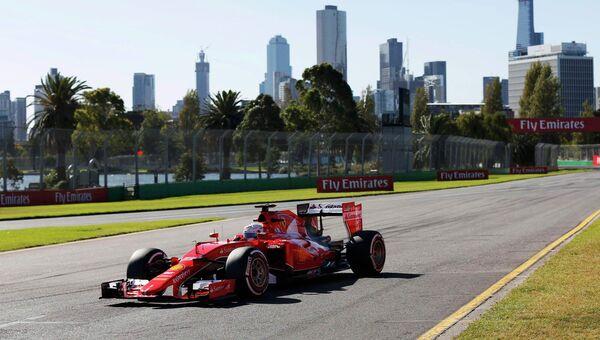 Участник гонки Формулы-1 на Гран-при Австралии, 14 марта 2015