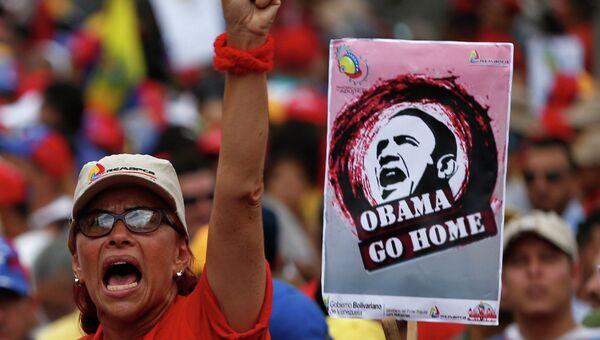 Сторонница президента Венесуэлы Николаса Мадуро во время анти-империалистического митинга в Каракасе. 15 марта 2015