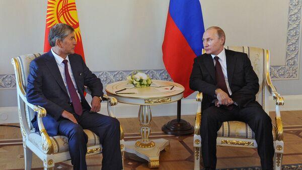 Президент РФ В.Путин встретился с главой Киргизии А.Атамбаевым в Стрельне
