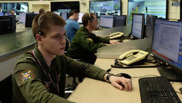 Военнослужащий в центре Управления военными учениями. Архивное фото