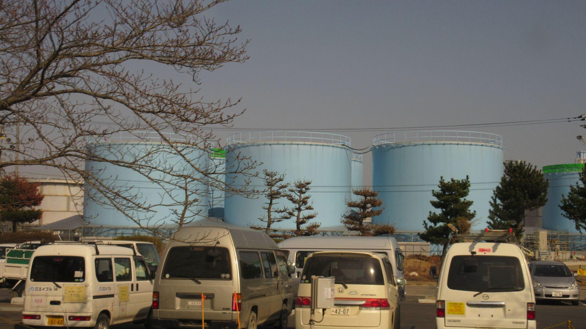 Цистерны с радиоактивной водой на АЭС Фукусима - РИА Новости, 1920, 16.10.2020