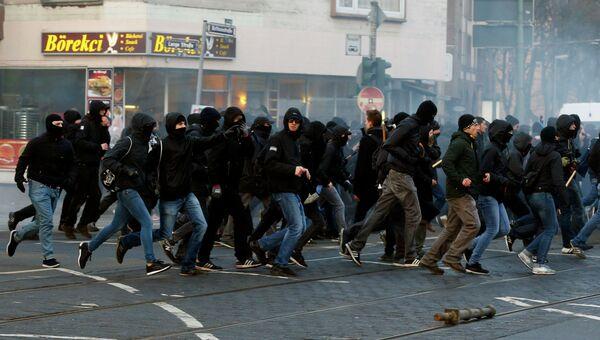 Участники анти-капиталистического движения Blockupy на улицах Франкфурта-на-Майне