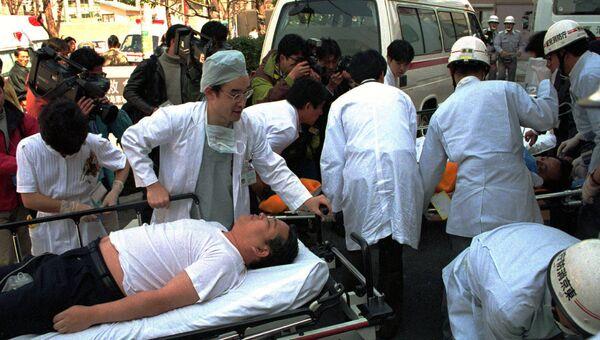 Пострадавшие после теракта секты Аум Синрикё в токийском метро. Архивное фото