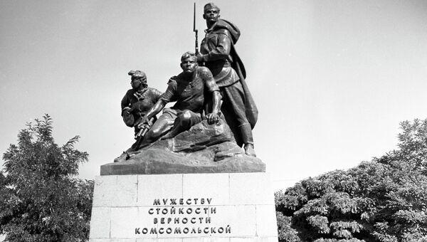 Памятник комсомольцам - защитникам Севастополя