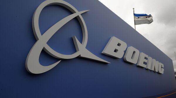 Логотип производителя самолетов США Boeing. Архивное фото