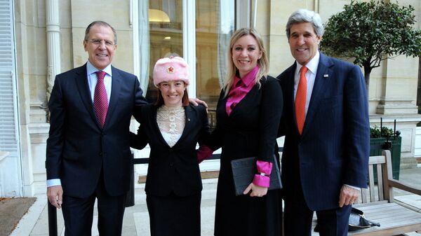 Сергей Лавров, Дженнифер Псаки, Мария Захарова и Джон Керри после переговоров в Париже