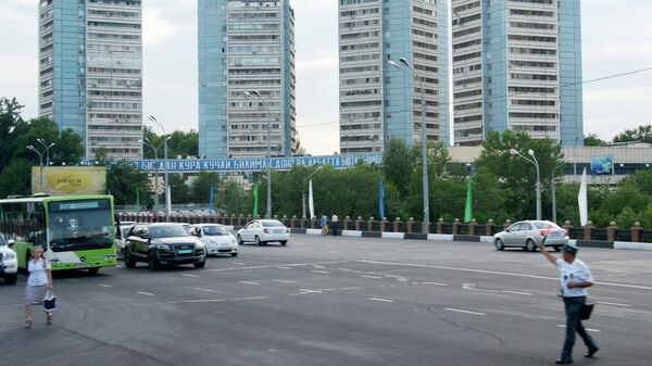 На одной из улиц города Ташкента. Архивное фото