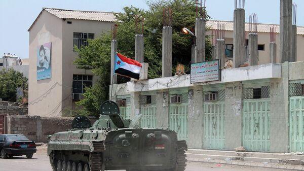 Танк с шиитскими повстанцами в городе Аден. Архивное фото