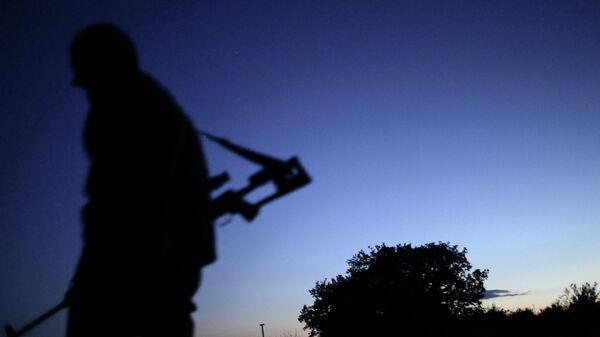 Боец ополчения ЛНР на окраине Луганска