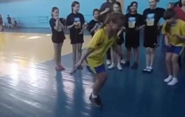 Школьница и чудо-прыгалки: суперскорость