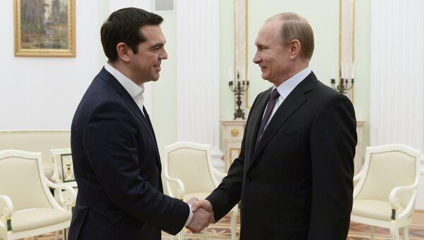 Президент России Владимир Путин и премьер-министр Греции Алексис Ципрас во время встречи в Кремле. Архивное фото