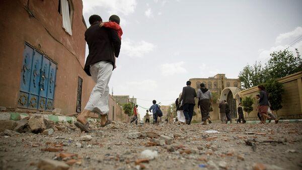 Жители после авиаудара в Сане. Архивное фото