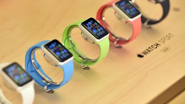 Часы Apple демонстрируются в в одном из Apple Store, Сидней. Апрель 2015