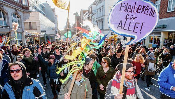 Активисты принимают участие в марше протеста накануне двухдневного заседания министров иностранных дел G7 в Любеке