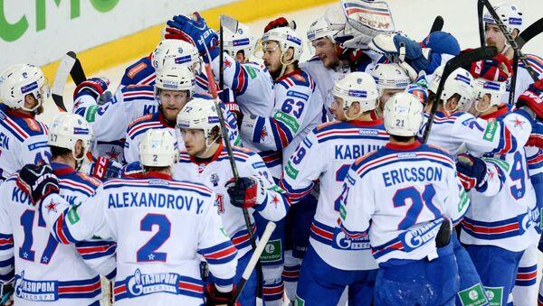 Игроки ХК СКА радуются победе во вторам матче финальной серии плей-офф Кубка Гагарина