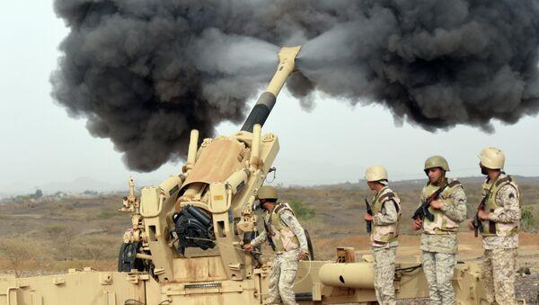 Артиллерия Саудовской Аравии обстреливает территорию Йемена. Апрель 2015