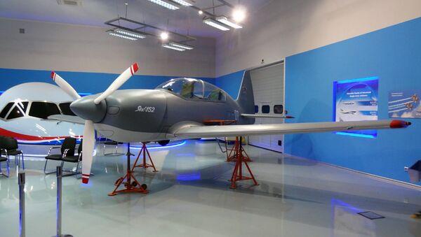 Макет самолёта Як-152. Архивное фото