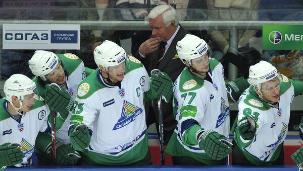 Игроки Салавата Юлаева и главный тренер команды Сергей Михалев. Архивное фото