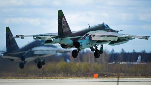 Штурмовик Су-25 во время подготовки к военному параду в честь 70-й годовщины Победы