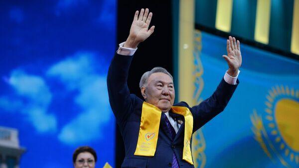 Нурсултан Назарбаев на праздничном концерте в Астане в честь его победы на президентских выборах. Архивное фото