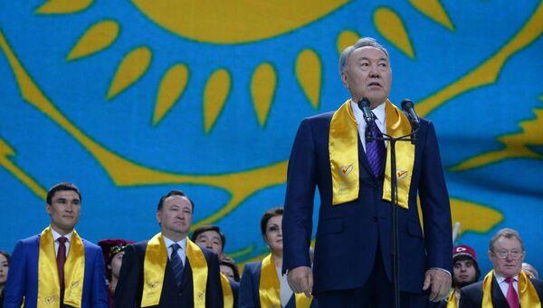 Нурсултан Назарбаев на праздничном концерте в Астане в честь его победы на президентских выборах.