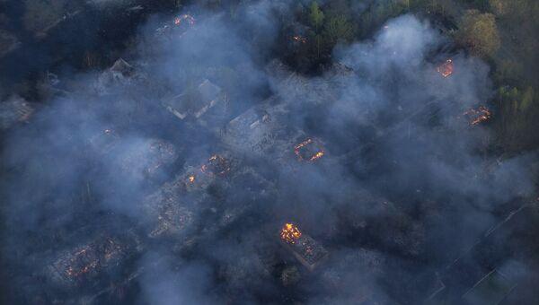 Вид с вертолета на пожар в Чернобыльской пуще