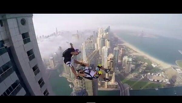 Прыжок с самого высокого жилого здания в мире