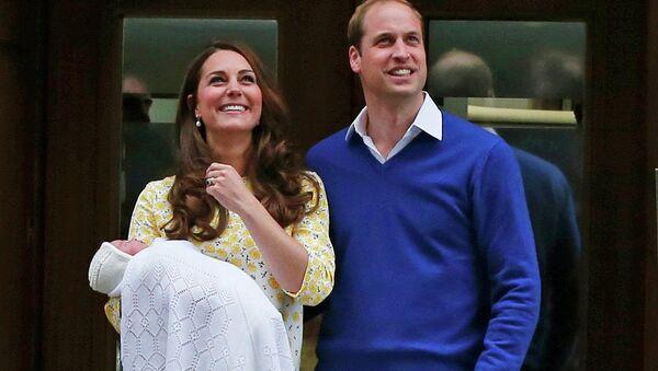 Герцогиня Кембриджская Кейт с супругом принцем Уильямом и новорожденной дочкой