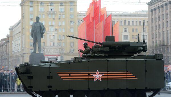 Боевая машина пехоты (БМП) на гусеничной платформе Курганец-25. Архивное фото