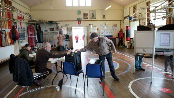 На избирательном участке в Халле