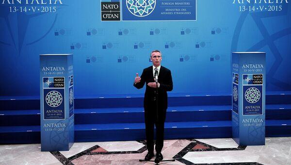 Генеральный секретарь НАТО Йенс Столтенберг на заседании глав МИД стран-членов НАТО. Анталья, 13 мая 2015. Архивное фото