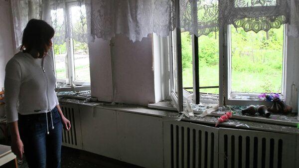 В здании школы, которое пострадало в результате обстрелов украинскими силовиками