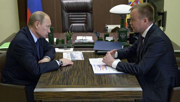 Президент России Владимир Путин провел рабочую встречу с губернатором Иркутской области С. Ерощенко