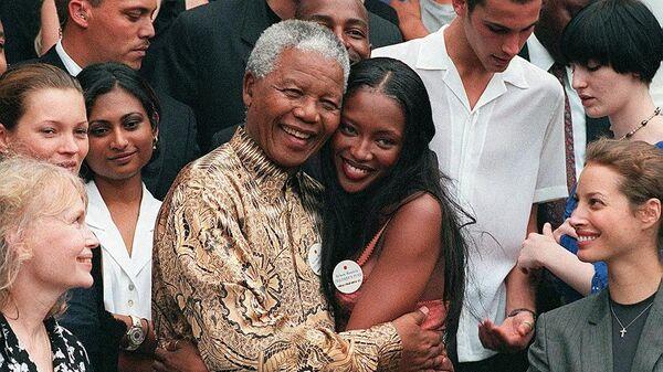 Супермодель Наоми Кэмпбелл и бывший президент ЮАР Нельсон Мандела. Архивное фото