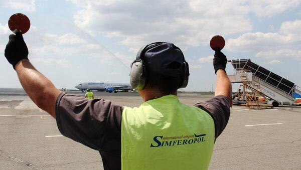 Взлетно-посадочная полоса в аэропорту Симферополя. Архивное фото