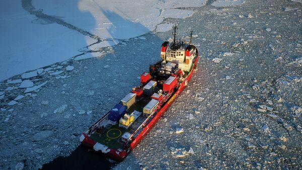 Морская нефтедобывающая платформа. Архивное фото