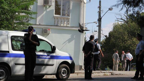 Сотрудники правоохранительных органов в Симферополе