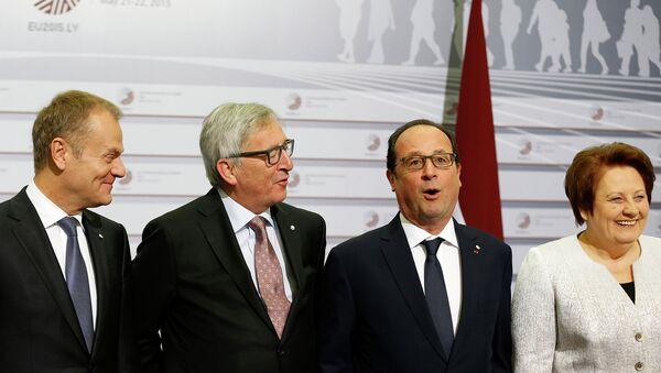 Дональд Туск, Жан-Клод Юнкер, Франсуа Олланд, Лаймдота Страуюма на саммите Восточное партнерство в Риге, Латвия