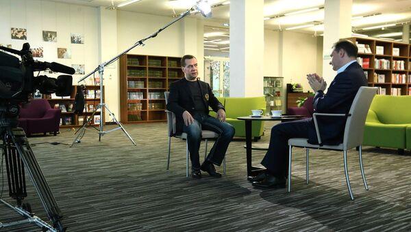 Премьер-министр РФ Д.Медведев дал интервью ведущему программы Вести в субботу С.Брилеву