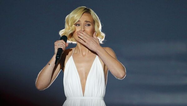 Полина Гагарина выступает в финале конкурса Евровидение