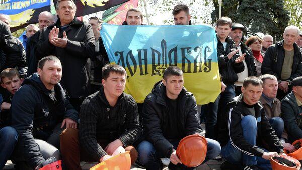 Участники акции протеста шахтеров у здания Верховной рады Украины. Архивное фото